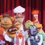 i-muppet-un-gruppetto-di-pupazzi-canterini-sul-palcoscenico-in-una-scena-del-film-226580