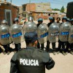 elefante-blanco-la-polizia-schierata-pronta-a-fare-irruzione-nelle-favelas-in-scena-tratta-dal-film-239535