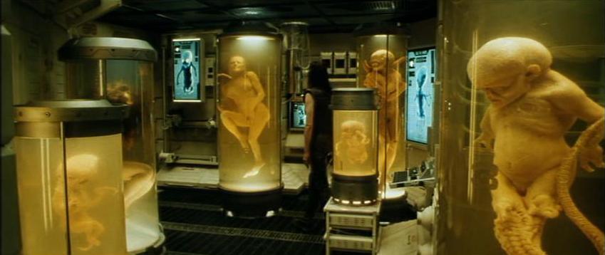 Stasera in tv su Rai 4 alle 21,20 Alien - La clonazione di Jean-Pierre Jeunet con Sigourney Weaver e Winona Ryder