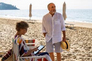 Laura Morante e Silvio Orlando in una scena del film Lacci